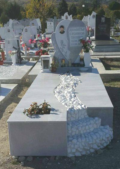 16 - надгробни паметници по поръчка за Благоевград и Симитли - Денонощна траурна агенция Зогри, Благоевград и Симитли