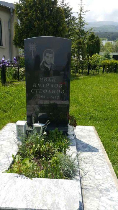 11 - надгробни паметници по поръчка за Благоевград и Симитли - Денонощна траурна агенция Зогри, Благоевград и Симитли